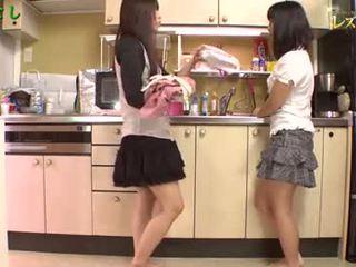 Asiatico ragazze giocare