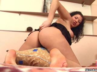 Lasciare me ascensore su il mio skirts e sculettata il mio culo per voi: porno 61
