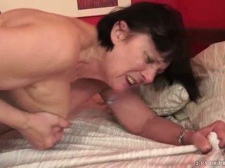 Pojke loves breda mormor