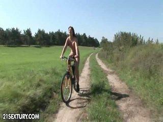Público nudity!