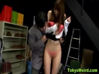 Orientale prostituta stripped e tastata