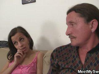 Momen comes hem till fångst pappa gett