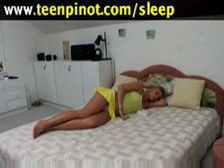 Blonda gagica inpulit în timp ce dormind în o hotel cameră