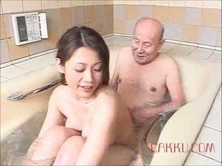 Maki tomoda стар мъж и милф 2