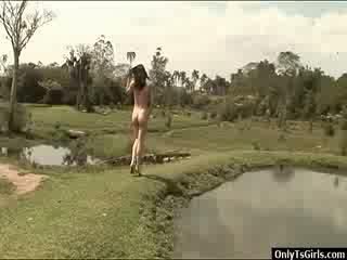 Adriana rodrigues strokes kanya xxl pandalawahang kasarian titi at blows a load ng pagbuga ng tamod panlabas