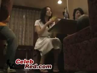 שתוי יפני נערה מזוין ב בר שרותים שתוי