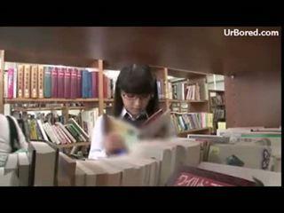 Écolière ramonée par bibliothèque geek 01