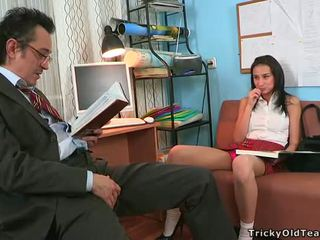 Tricky profesora seducing estudiante