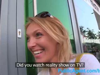 Publicagent вона gets spit-roasted outdoors для отримати дійсність телебачення робота