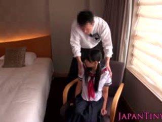 Apró japán diáklány szar által üzleti férfi