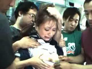Paauglys apgraibytas ir used į a traukinys
