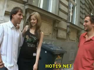 Människa looks vid hans flickvän kön