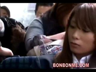 Schulmädchen seduced gefickt von geek auf bus 01
