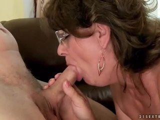 סבתא מוצצת ו - ברכיבה צעיר זין