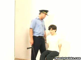 Traviesa b-y arrested y follada