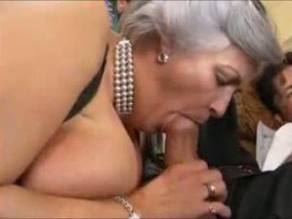 Grey-haired gjysh në një seks simultan