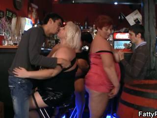 Dobra bust debele imajo funtime v the bar