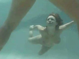 Isabella soprano nën ujë