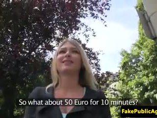 Public euro amateur pussyfucked sur siège arrière