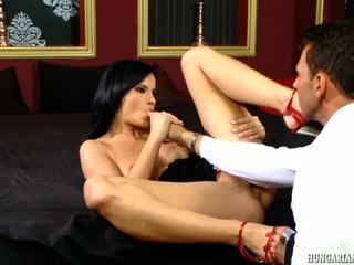 Buio haired sgualdrina cazzo pounded hardcore