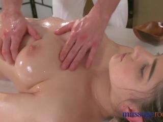 morena, big boobs, beijos