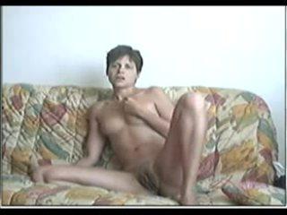Penis di belahan dada dibuat di rumah seks dengan memasukkan tangan