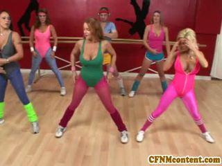 Cfnm akcie na yoga trieda s raquel
