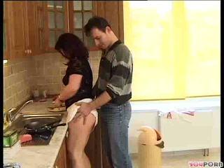 ブルネット 蜂蜜 gets a cooking lesson 1/5