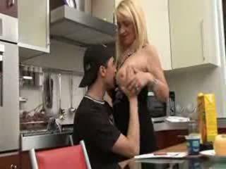 Italiane mami dhe bir video