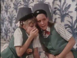 Cô gái scouts học hỏi về giới tính