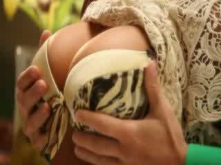 Iso tiainen milf pornotähti madison ivy kuuma ja aistillinen keittiö seksi