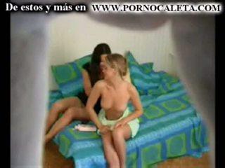 Camara oculta एक mi hermana y su amiga parte 1 wwwpornocal