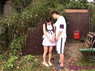 小 日本語 孩兒 性交 之間 腿 outdoors