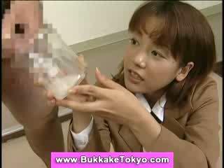 Japonais bukkake foutre salope