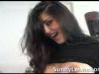 Sunny leone في منزل