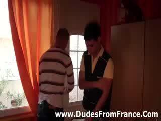 Γκέι γαλλικό dudes γνώρισε και πιπιλίζουν καβλί
