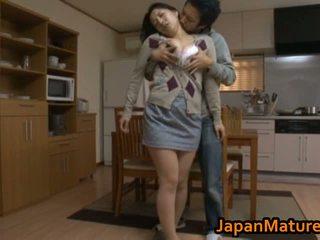 Äldre asiatiskapojke bar flicka kön pics