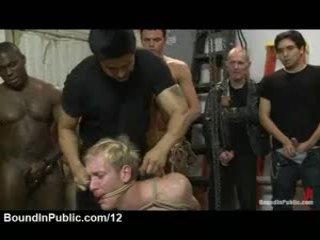 Tied homo sucks 巨人 ブラック と 白 dicks で wood ショップ