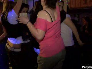 Yong fille baisée dur après dance