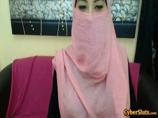 Skutečný plachý arab holky nahý pouze na cybersluts