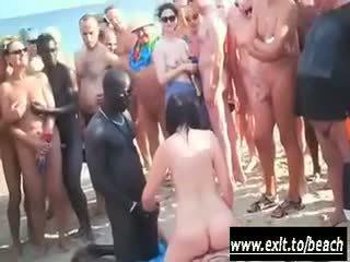 Millet ara weçerinka on the ýalaňaç pläž video