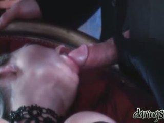 Szex lányok vidoes amikor egy férfi kiss őket -ban neki száj