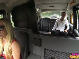Femalefaketaxi turista introduced na taxi tradition.