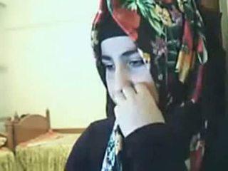 Hijab момиче представяне дупе на уеб камера arab секс тръба