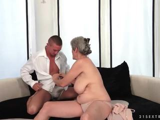 Pieptoasa bunica enjoys fierbinte sex cu ei boyfriend