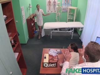 Fakehospital lääkäri gets seksikäs patients pillua märkä: porno 49