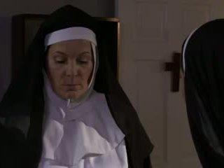 أقرن ناضج راهبة و الكلبة مثليه جنس (roleplay)