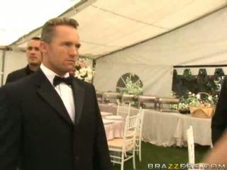 מלוכלך אישה מזיין onto שלה חתונה יום הארדקור