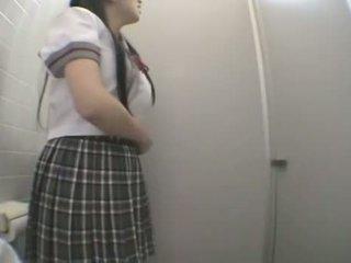 Študent jebanie v verejnosť toaleta