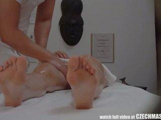 Uly emjekli betje eje gets fucked during massaž